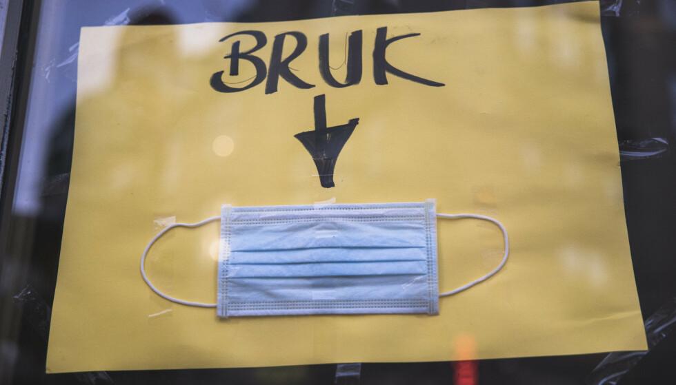 Det er fortsatt påbud og oppfordring om å bruke munnbind i flere kommuner rundt om i landet, men ikke lenger noe nasjonalt råd. Foto: Jil Yngland / NTB