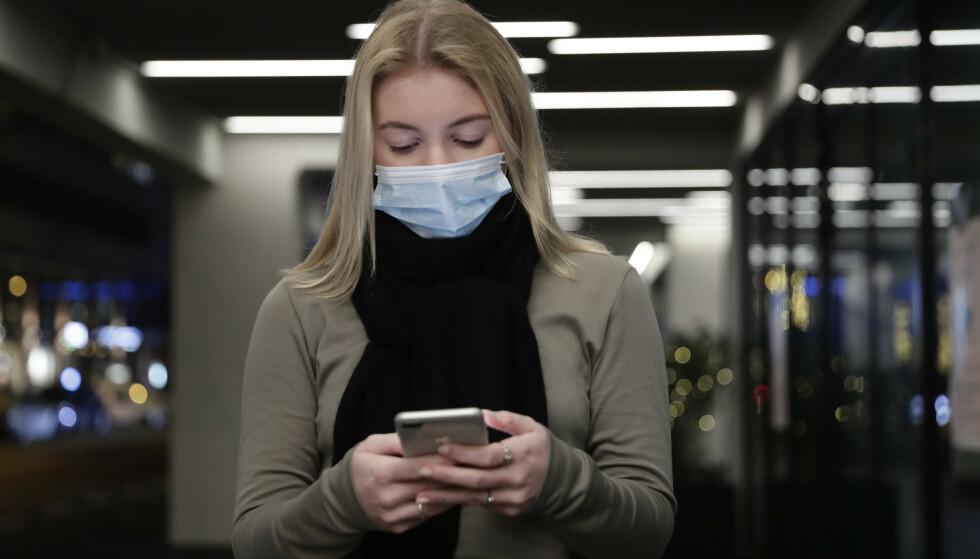 Nordmenn rammes for tiden av hyppige forsøk på mobilsvindel, en del av et omfattende internasjonalt angrep. Telenor advarer sine kunder om å ikke trykke på ukjente lenker. Illustrasjonsfoto: Berit Roald / NTB