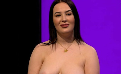 Image: Hylles av unge jenter etter nakendate