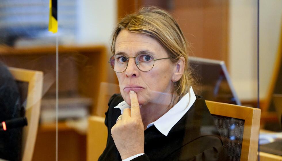 Statsadvokat Irlin Irgens startet sin prosedyre i Prinsdal-saken tirsdag morgen. Hun kommer til å be retten dømme mannen som skjøt Halil Kara i hodet i fjor vinter. Foto: Ole Berg-Rusten / NTB