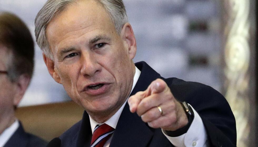Texas' guvernør, republikaneren Greg Abbott, har godkjent et lovforslag som gir alle personer som er 21 år eller eldre, og ikke har fått forbud mot å eie våpen, lov til å bære våpen i det offentlige rom. Foto: Eric Gay / AP / NTB