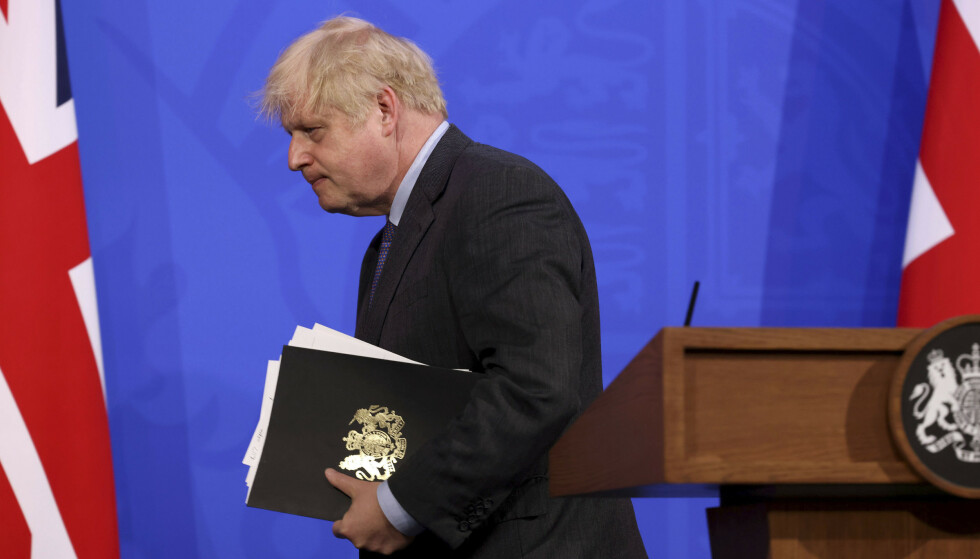 Spredningen av Delta-varianten gjorde at Storbritannias statsminister Boris Johnson måtte utsette en ytterligere gjenåpning som var planlagt å skje 21. juni. Arkivfoto: Jonathan Buckmaster/Pool Photo via AP / NTB