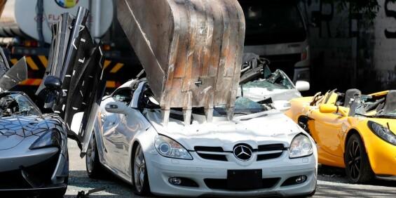 Image: Smadrer luksusbiler som lærepenge