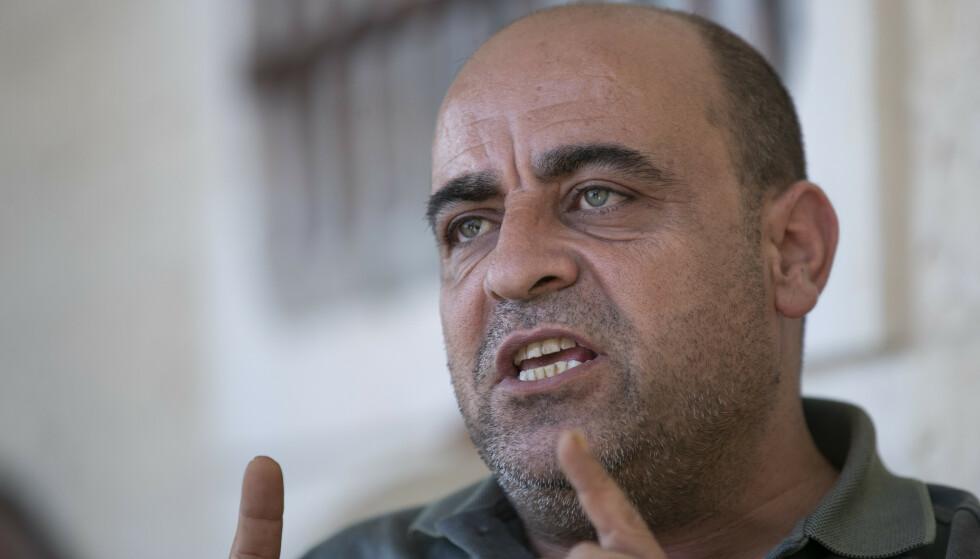 Nizar Banat var en frittalende kritiker av president Mahmoud Abbas og hans parti Fatah. Natt til torsdag ble han hentet av palestinske sikkerhetsstyrker og døde kort tid etter på sykehus. Foto: AP / NTB