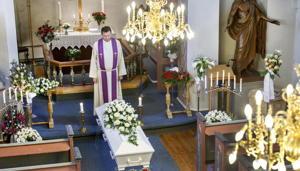 Én av fem har ikke fått deltatt i begravelser de ønsket å gå i på grunn av koronarestriksjoner, viser en ny undersøkelse. Illustrasjonsfoto: Gorm Kallestad / NTB