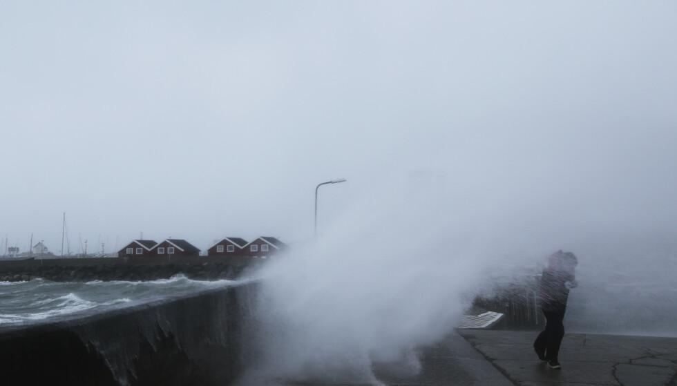 KLIMA OG VÆR: Klimaet er det du forventer å møte når du går ut døren, mens været er det du faktisk får. Foto: Marius Helge Larsen / NTB
