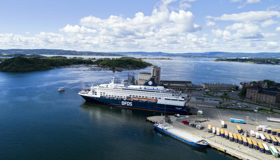 Arkivbilde av Pearl Seaways som ligger til kai ved Vippetangen. I bakgrunnen ser vi Hovedøya. Foto: Tore Meek / NTB