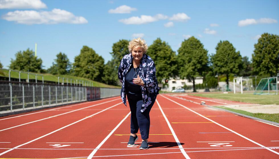 Statsminister Erna Solberg (H) reiser ut på valgkampturné før stortingsvalget 2021. Her på Hønefoss idrettspark.Foto: Hanna Johre / NTB