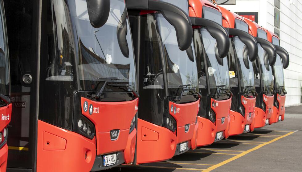 Unibuss AS eies av Sporveien AS, som igjen er heleid av Oslo kommune. Selskapet kjører på oppdrag fra offentlige administrasjonsselskaper, som Ruter i Oslo. Foto: Terje Pedersen / NTB