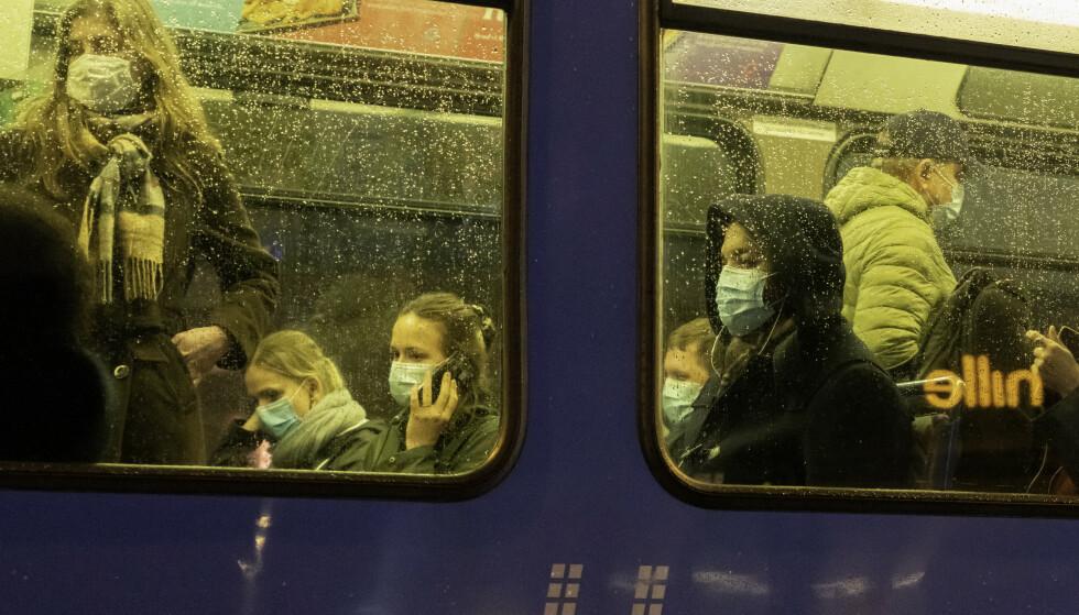 En av fire nordmenn er bekymret for en ny oppblussing av koronasmitte til høsten, ifølge en ny meningsmåling. Foto: Heiko Junge / NTB