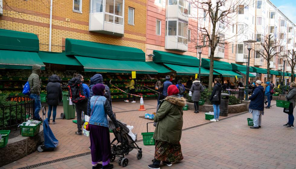 Til tross for effektive smittetiltak er innvandrere i Norge fortsatt overrepresentert i smittestatistikken, ifølge FHI-rapport. Foto: Thomas Brun / NTB