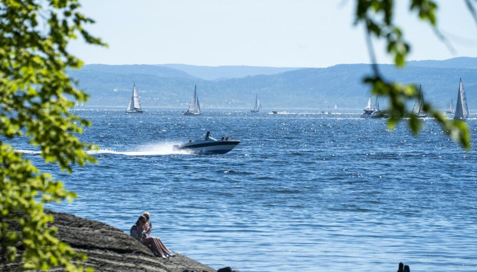 Hetebølgen i Norge er på hell, men med lite vind til helgen kan det bli optimale forhold for båtaktiviteter langs kysten. Foto: Terje Pedersen / NTB