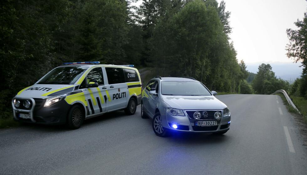 Det er funnet en død person i terrenget i Skien. Politiet gjør undersøkelser. Foto: Theo Aasland Valen / NTB