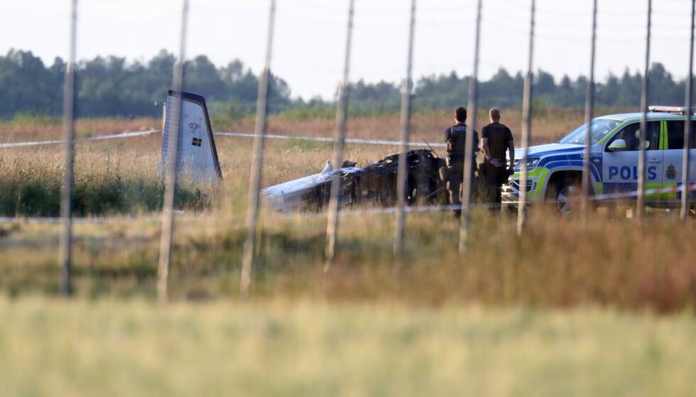 Et fly med åtte fallskjermhoppere og én flyger om bord styrtet da det skulle ta av fra flyplassen i Örebro i Sverige torsdag. Alle om bord mistet livet. Foto: Jeppe Gustafsson / TT / NTB