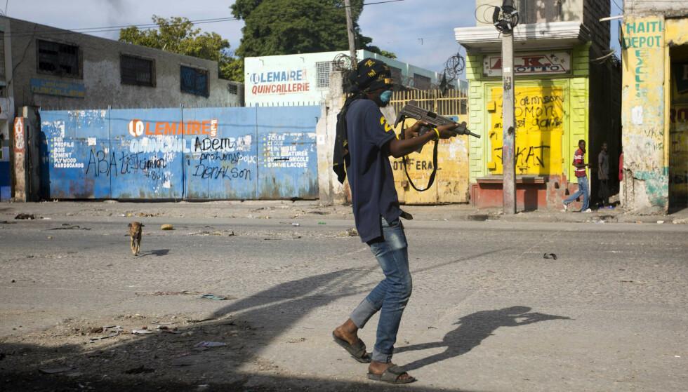Væpnede bander styrer med hard hånd i Port-au-Prince, både før og etter drapet på presidenten. Foto: AP / NTB.