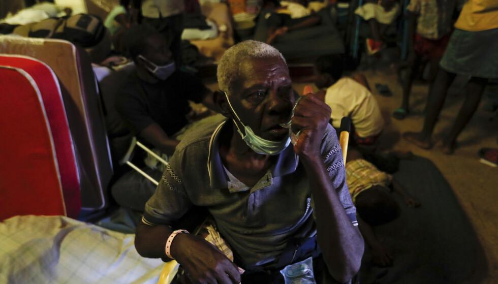 FN sier hygieneforholdene i tilfluktssentrene er forferdelige, og myndighetene frykter en økning i koronasmitten i landet som ennå ikke har mottatt en eneste vaksine. Fernando Llano / AP / NTB.