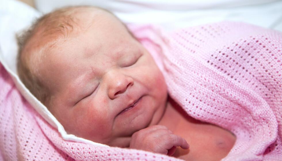 Årets nyttårsbarn, Jenny Leonora Løvåsmoen, ble født på ABC-klinikken for naturlig fødsel ved Ullevål sykehus ni minutter over midnatt.Foto: Paul Kleiven / NTB.