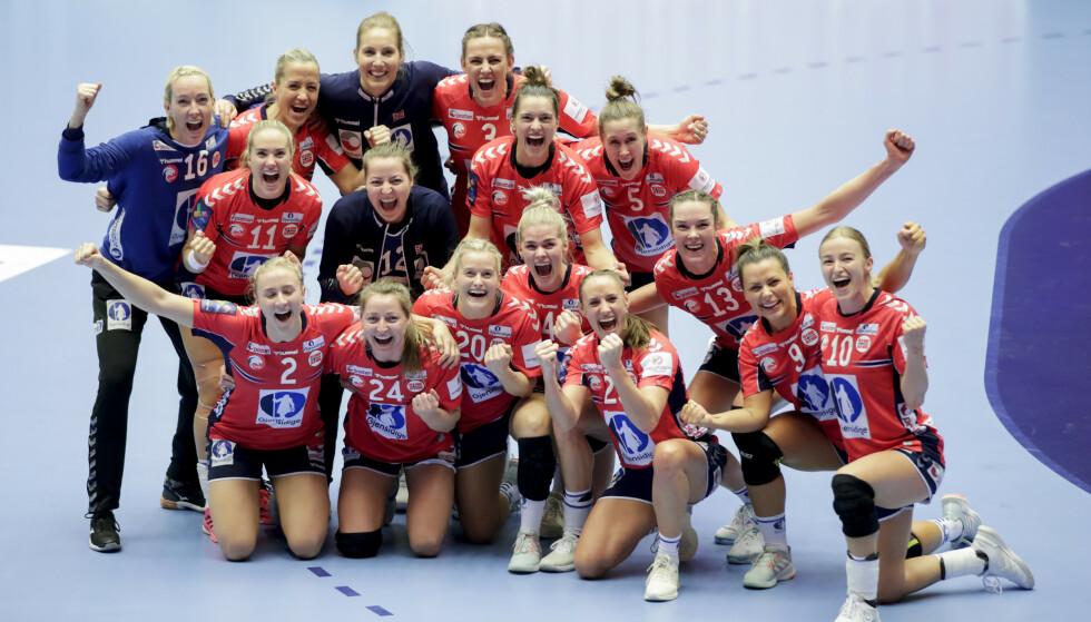 De norske håndballjentene jubel etter seieren i semifinalen mellom Norge og Danmark. Norge vant 27-24.Foto: Vidar Ruud / NTB