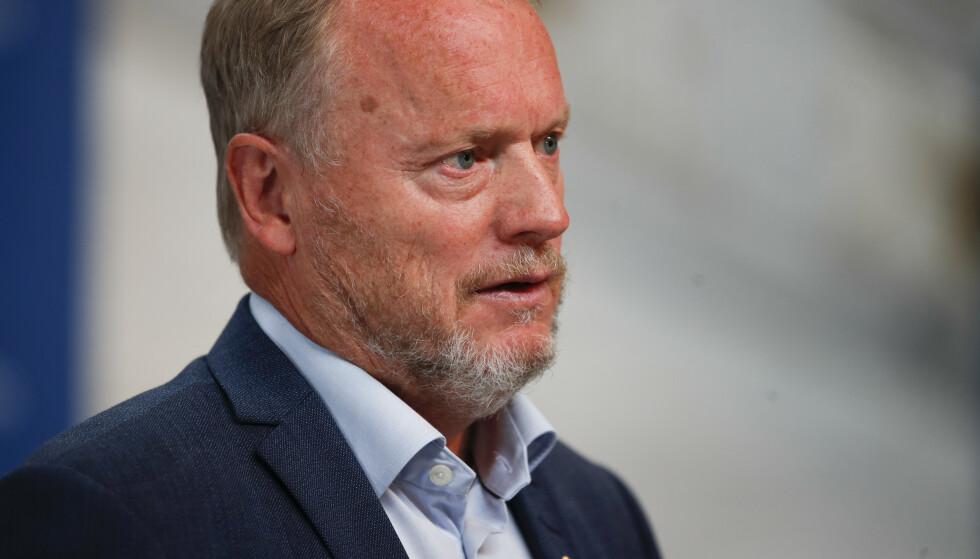 Raymond Johansen (Ap) minner om at Oslo tross alt ikke er like stor som Paris, selv om den har like mange sparkesykler. Foto: Hanna Johre / NTB