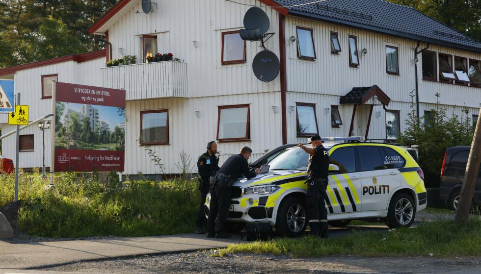 Skudd ble avfyrt mot en bil i Lørenskog tirsdag kveld. Politiet søker nå etter gjerningsperson. Foto: Jil Yngland / NTB.