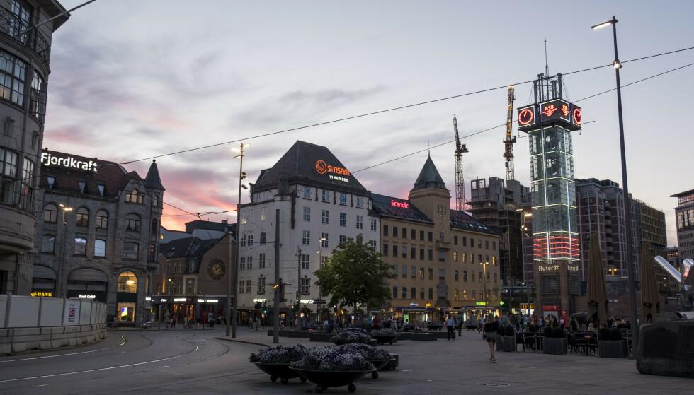 Sommerkveld i Oslo. Her fra Jernbanetorget.Foto: Tor Erik Schrder / NTB