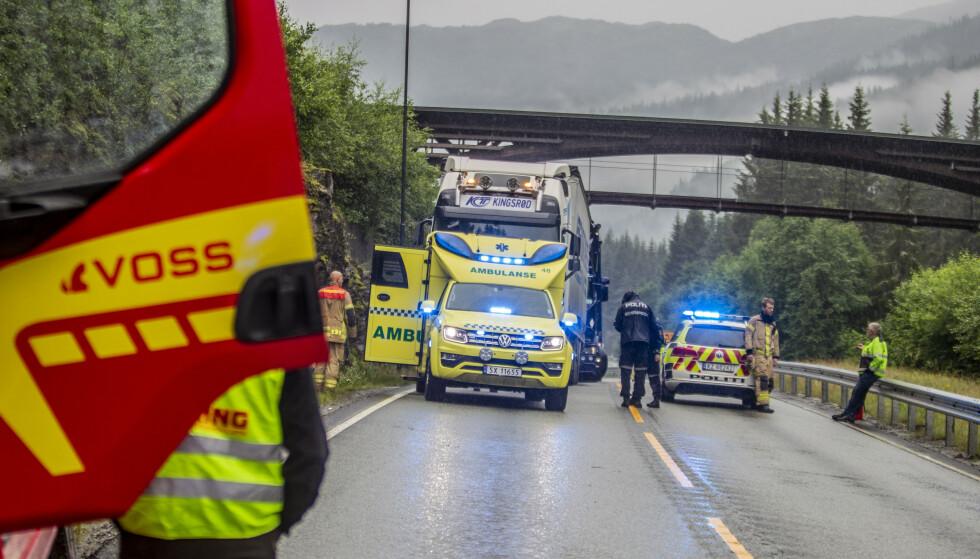 En person omkom etter en trafikkulykke ved Bjørgum på Voss.Foto: Vidar Herre / NTB
