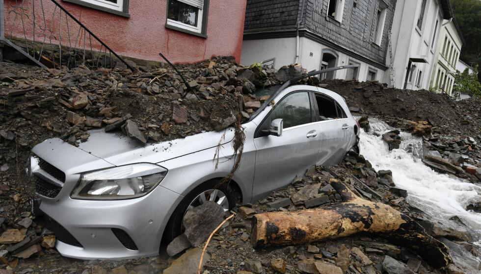 Oversvømmelse i elven Nahma har ført til store ødeleggelser i Hagen i Tyskland. (Roberto Pfeil/dpa via AP)