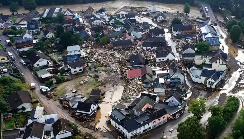 Dronebildet viser de massive ødeleggelsene i Schuld i Tyskland. FOTO: Christoph Reichwein/dpa via AP) via NTB