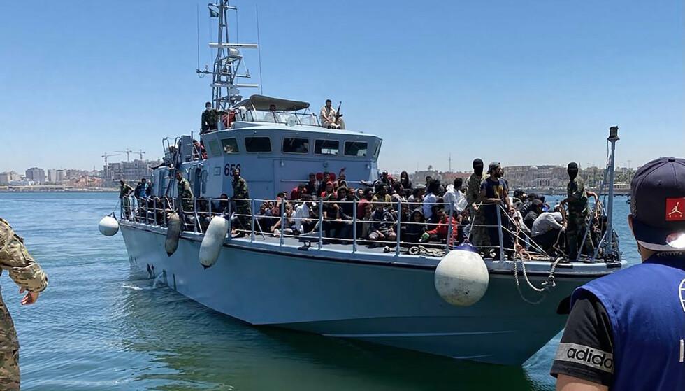 Dette bildet er tatt 15. juni 2021 i Tripoli, Libya. 270 flyktninger har blitt sendt tilbake etter å ha forsøkt å komme seg over Middelhavet. Foto: NTB