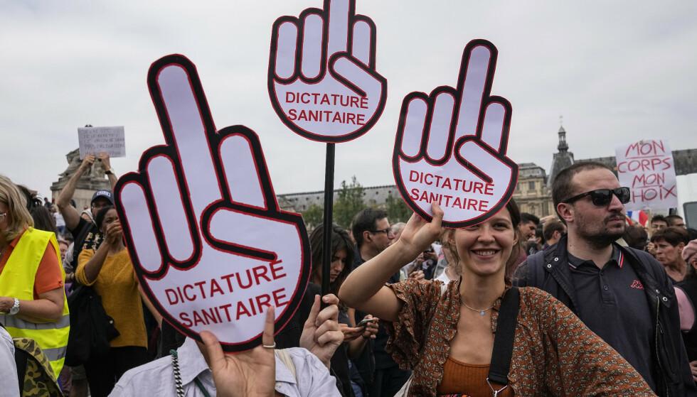 Vaksinemotstandere demonstrerte i Frankrike lørdag. Foto: Michel Euler / AP / NTB.
