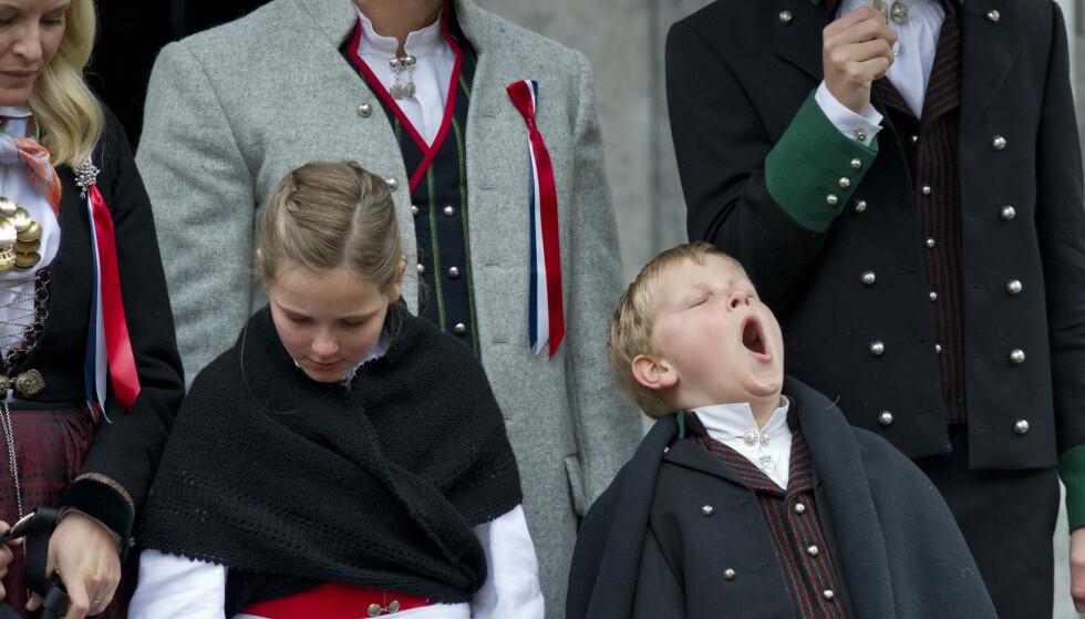 En teori er at gjesping kommer av at vi kjeder oss. Her ser vi et godt eksempel fra prins Sverre Magnus. Foto: Jon Olav Nesvold / NTB