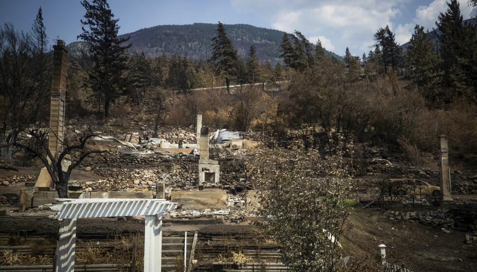 Ødelagte hus i Lytton i British Columbia etter skogbrannene som herjet tidligere i sommer. Foto: Darryl Dyck/The Canadian Press via AP / NTB.