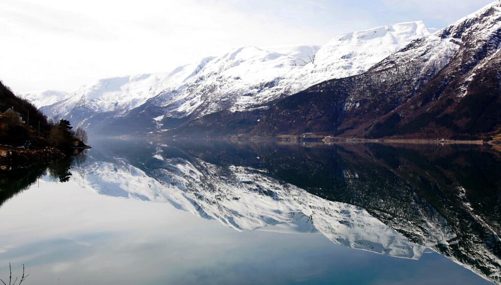 Sørfjorden, som er en arm av Hardangerfjorden, har ifølge forskere blitt forurenset av tungindustri i over 100 år. Nå advarer Mattilsynet om at fisk som brosme og blålange har så høye verdier av kvikksølv i seg at det frarådes å spise dem. Foto: Håkon Mosvold Larsen / NTB