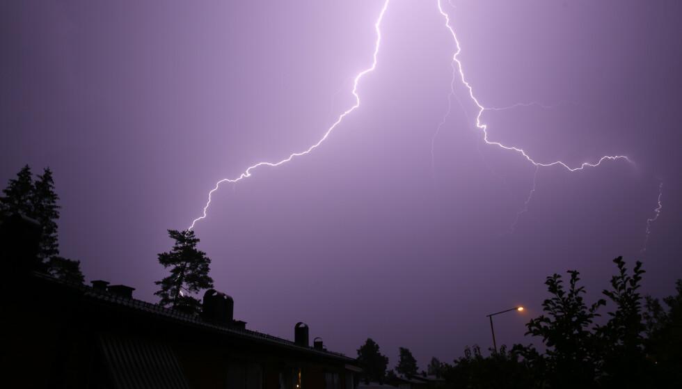 Meteorologene opplyser at tordenværet kan føre med seg lokalt kraftige vindkast og lokale kraftige regnbyger. Illustrasjonsfoto: Cornelius Poppe / NTB