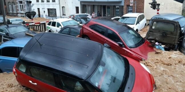Image: Vann fosser gjennom gatene i Belgia