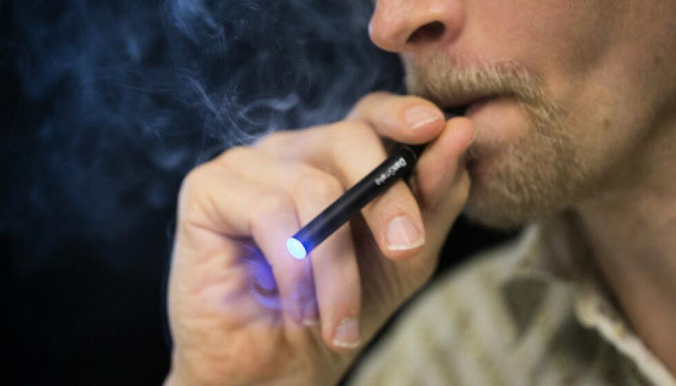 E-sigaretter og lignende produkter er helseskadelige og bør reguleres bedre, ifølge WHO. Foto: Berit Roald / NTB.