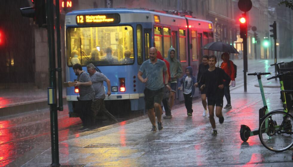 Oslo 20210727. Tirsdag kveld kom det en del nedbør i Oslo sentrum.Foto: Geir Olsen / NTB
