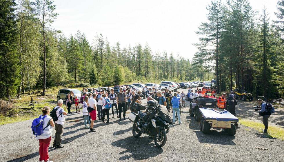 Røde Kors organisere leteaksjon etter meteorittsteiner i Finnemarka i Lier. Foto: Torstein Bøe / NTB
