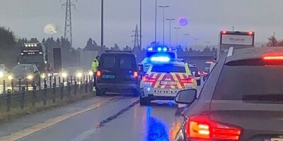 Image: Filmet trafikkulykke fra bilen. Det skulle han ikke gjort
