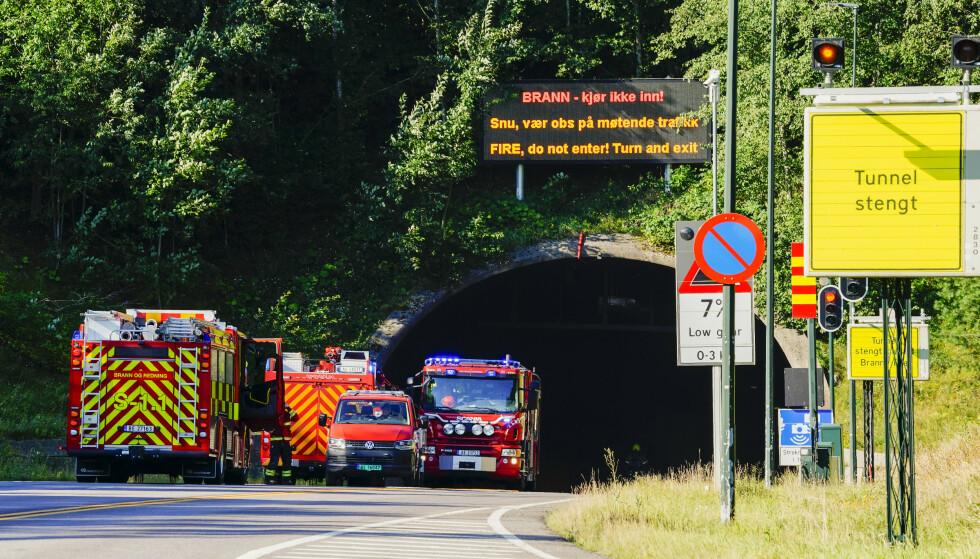 Det brant i en lastebil i Oslofjordtunnelen mandag. Foto: Håkon Mosvold Larsen / NTB