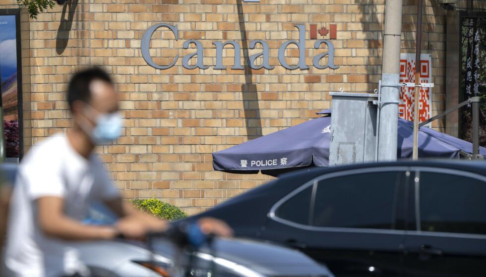 Canadas ambassadør til Kina Dominic Barton fordømmer på det sterkeste at dødsdommen mot Robert Schellenberg er opprettholdt. Her ses den canadiske ambassaden i Beijing. Foto: Mark Schiefelbein / AP / NTB