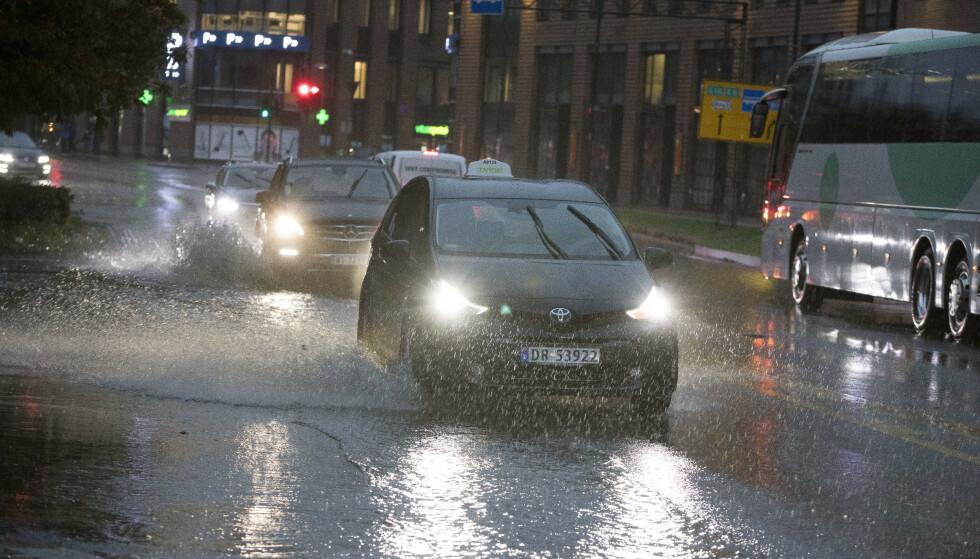 Meteorologisk institutt har sendt ut gult farevarsel for styrtregn på deler av Vestlandet, Midt-Norge og Innlandet nord for Lillehammer. Illustrasjonsfoto: Terje Pedersen / NTB