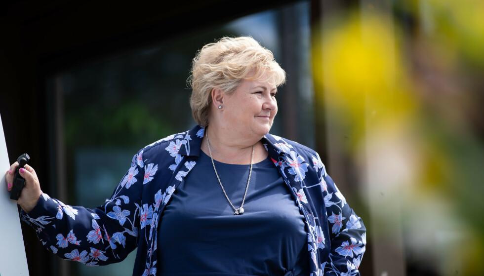 Norge kan raskere gå tilbake til en mer normal hverdag, sier statsminister Erna Solberg (H). Fredag ble det kjent at Norge får tilgang på 1 million ekstra doser med Moderna-vaksinen. Foto: Hanna Johre / NTB