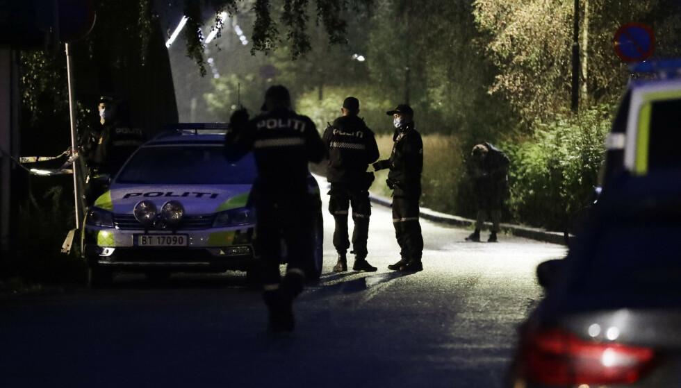 Politiet leter etter gjerningspersonen med flere patruljer. Foto: Berit Roald / NTB