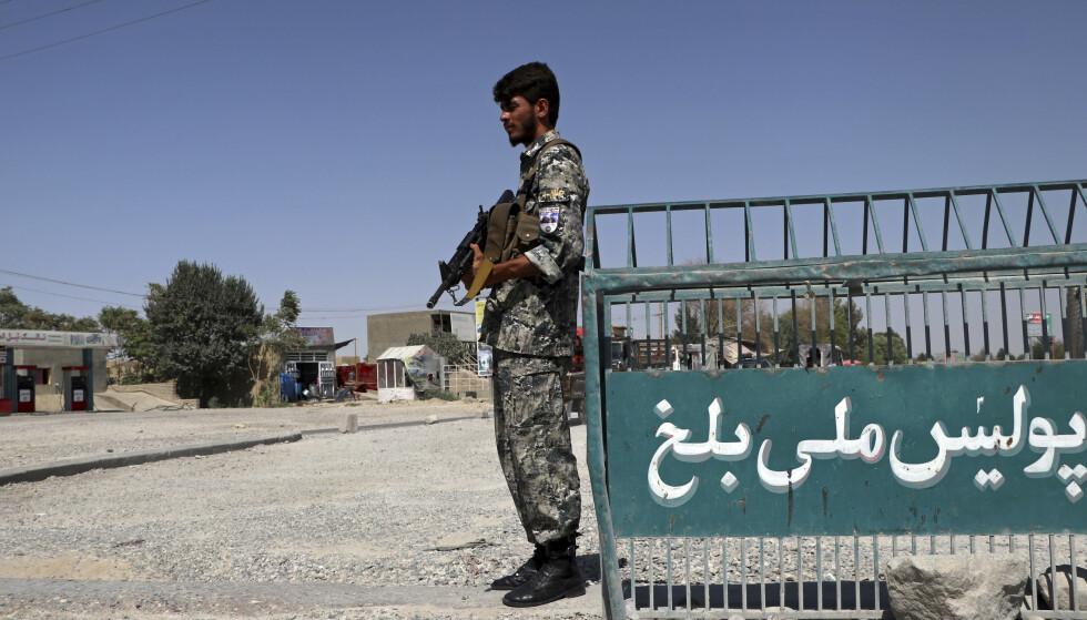 En afghansk politimann i utkanten av Mazar-e-Sharif tidligere denne uken. Foto: Mirwais Bezhan / AP / NTB