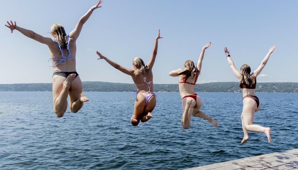 Til helga kommer sommeren tilbake i store deler av Sør-Norge – badetøyet kan trygt tas ned fra snora igjen. Illustrasjonsfoto: Beate Oma Dahle / NTB