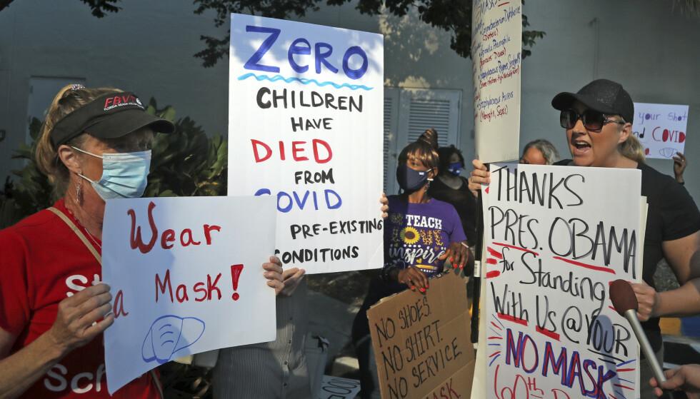 Florida har for tiden flere smittede i forhold til folketallet enn noen annen delstat i USA. I forkant av skolestart var det demonstrasjoner både for og mot bruk av munnbind. Foto: Amy Beth Bennett / South Florida Sun-Sentinel / AP / NTB