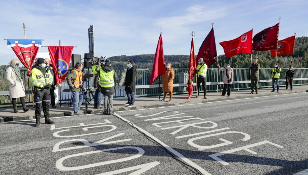 LO i Norge og LO i Sverige hadde en aksjon for grensependlerne på grensa ved Svinesund i mars. Foto: Berit Roald / NTB