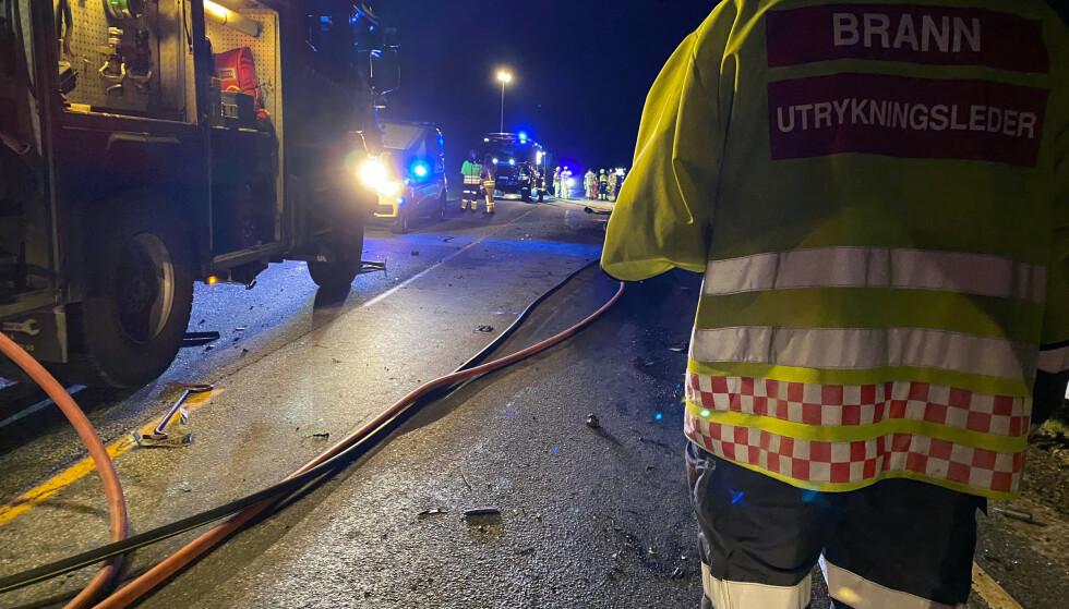 Minst en person mistet livet i en kollisjon mellom en lastebil og en personbil på riksvei 7 i Gulsvik i Flå kommune i Hallingdal. Foto: Ragnar Hilde / Hallingdølen / NTB