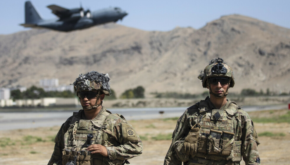 Amerikanske styrker har ansvaret for sikkerheten ved Kabuls flyplass. Nå ber både USA og Storbritannia sine borgere om å unngå flyplassen på grunn av fare for terrorangrep. Foto: USAs forsvarsdepartement / AP / NTB